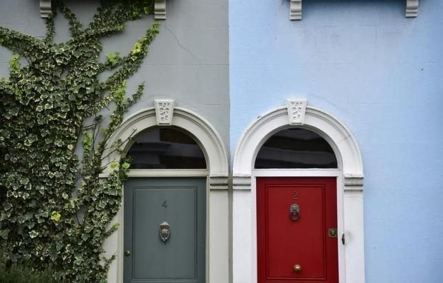 Painted property fronts are seen in a residential street in London, Britain, January 29, 2016. REUTERS/Toby Melville